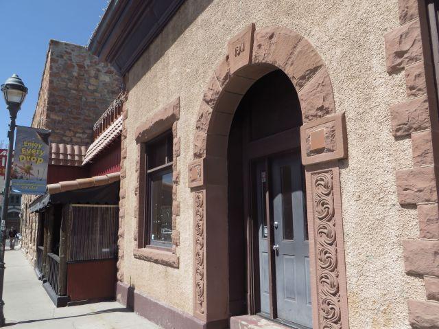 The Raymond building uses carved Moenkopi Sandstone.